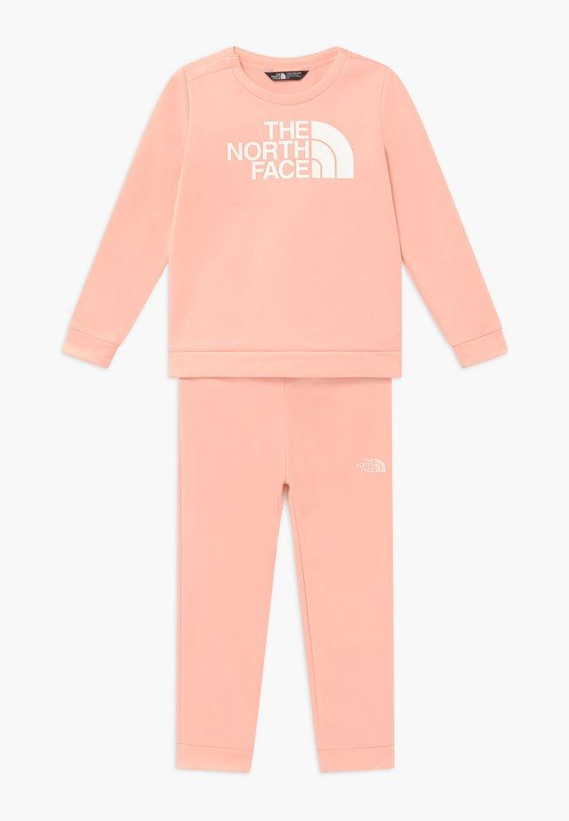 TODD SURGENT CREW SET - Bluza - impatiens pink