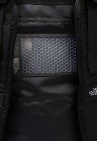 The North Face - BASE CAMP DUFFEL XS - Borsa per lo sport - black - 8