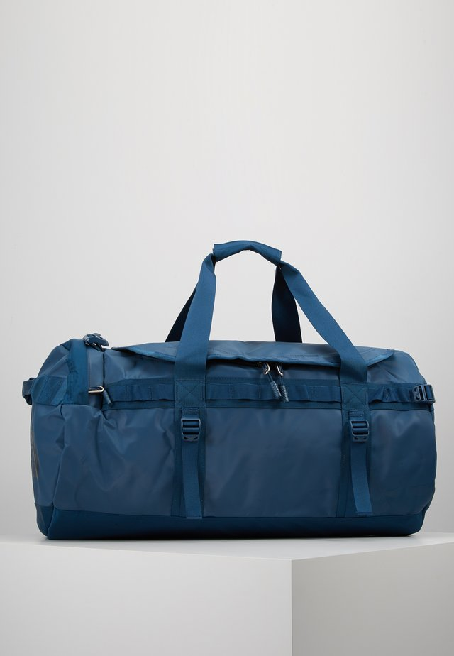 BASE CAMP DUFFEL M - Sportväska - blue wing teal/urban navy