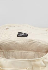 The North Face - BASE CAMP DUFFEL S  - Sports bag - vintage white/white - 5
