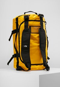 The North Face - BASE CAMP DUFFEL S  - Bolsa de deporte - summit gold/black - 5