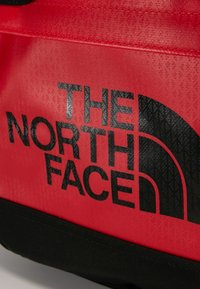 The North Face - BASE CAMP DUFFEL S  - Sports bag - red/anthracite - 7