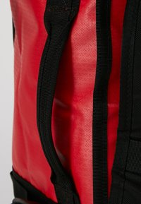 The North Face - BASE CAMP DUFFEL S  - Sports bag - red/anthracite - 6