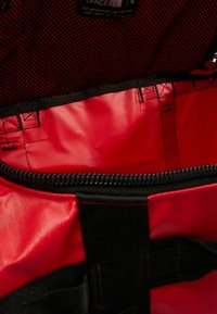 The North Face - BASE CAMP DUFFEL S  - Urheilukassi - red/anthracite - 11