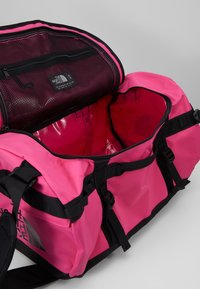 The North Face - BASE CAMP DUFFEL S  - Sports bag - pink/black - 5