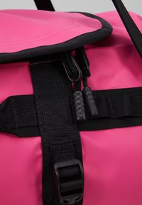 The North Face - BASE CAMP DUFFEL S  - Sports bag - pink/black - 8