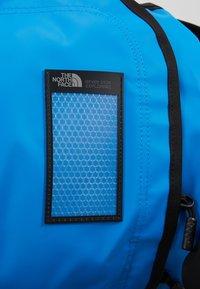 The North Face - BASE CAMP DUFFEL S  - Sports bag - clear lake blue/black - 2