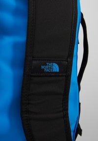The North Face - BASE CAMP DUFFEL S  - Sports bag - clear lake blue/black - 8