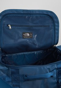 The North Face - BASE CAMP DUFFEL S  - Sports bag - blue wing teal/urban navy - 5