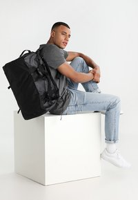 The North Face - BASE CAMP DUFFEL S  - Sports bag - black - 1