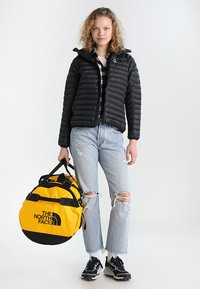 The North Face - BASE CAMP DUFFEL L - Reistas - yellow - 1