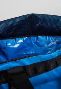 The North Face - BASE CAMP DUFFEL L - Sac de voyage - clear lake blue/black - 5