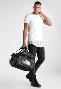The North Face - BASE CAMP DUFFEL L - Sac de voyage - black - 1