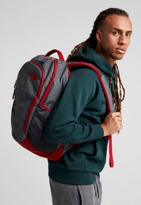 The North Face - VAULT 26,5L - Ryggsekk - dark grey heather/cardinal red - 1