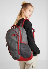 The North Face - VAULT 26,5L - Ryggsekk - dark grey heather/cardinal red - 6