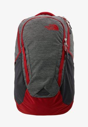 VAULT 26,5L - Tagesrucksack - dark grey heather/cardinal red