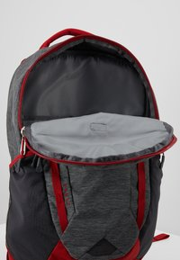 The North Face - VAULT 26,5L - Ryggsekk - dark grey heather/cardinal red - 4