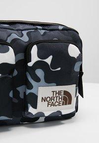 The North Face - KANGA - Taška spříčným popruhem - black - 7