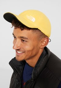 The North Face - REVERSIBLE NORM HAT - Kšiltovka - black/yellow - 5