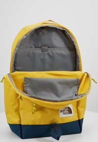 The North Face - DAYPACK - Reppu - yellow/blue/teal - 5