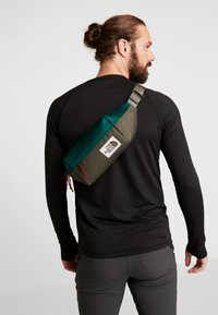 The North Face - LUMBAR PACK - Saszetka nerka - night green/new taupe green - 1