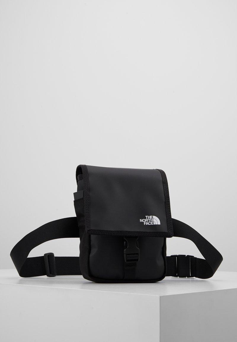 The North Face - BARDU BAG - Skuldertasker - black/white