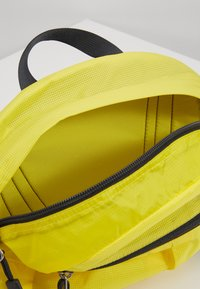 The North Face - FLYWEIGHT LUMBAR - Bum bag - lemon - 5