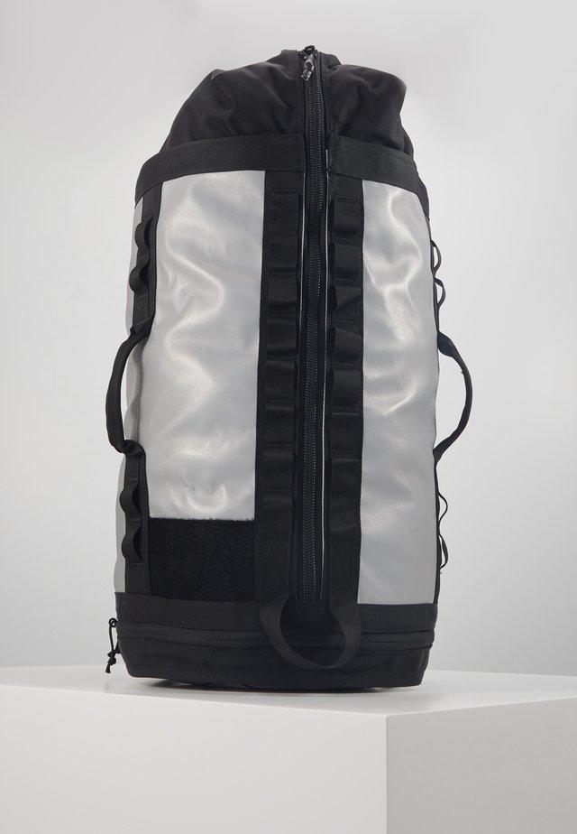 EXPLORE HAULABACK S - Plecak - silver/reflective extreme