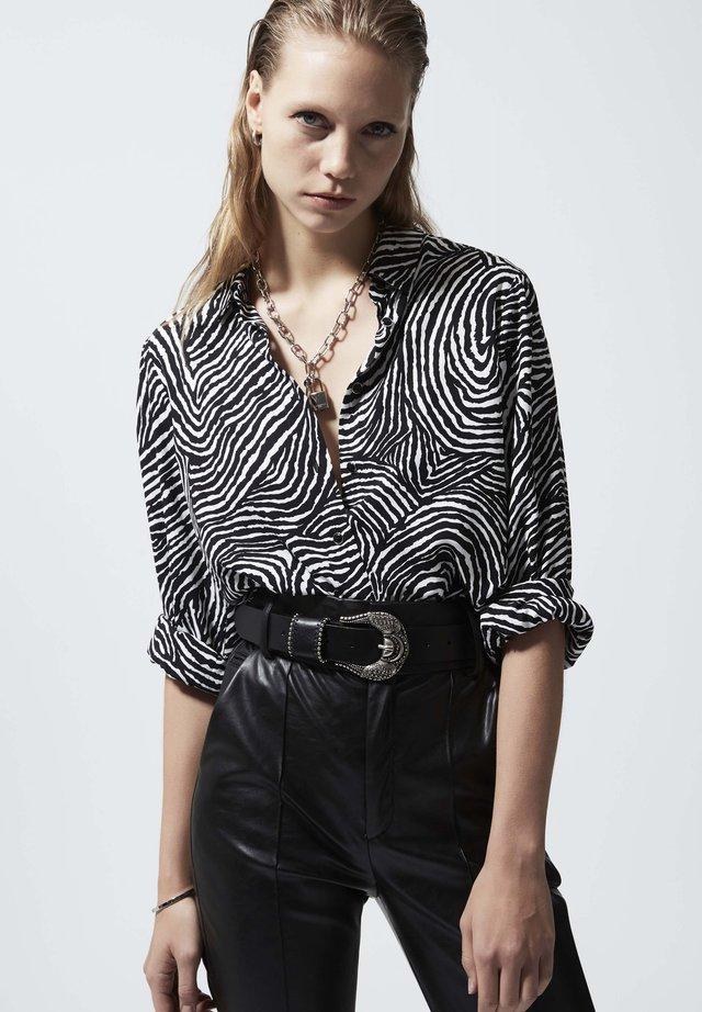 CHEMISE DRESS SHIRT WITH SAFARI PRINT - Koszula - zebre