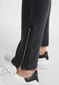The Kooples - JEAN - Jeans slim fit - grey denim - 4