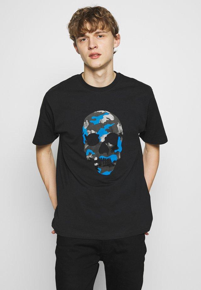 CAMO SKULL - Print T-shirt - black/fluo blue