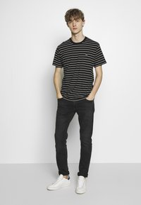 The Kooples - STRIPED - T-shirt imprimé - black/ecru - 1
