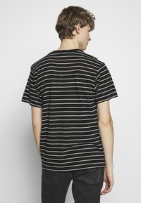 The Kooples - STRIPED - T-shirt imprimé - black/ecru - 2