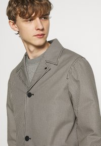 The Kooples - TARTAN COAT - Classic coat - black/ecru - 3