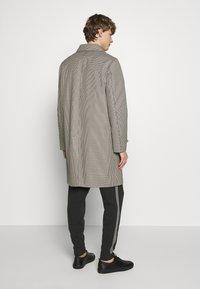 The Kooples - TARTAN COAT - Classic coat - black/ecru - 2