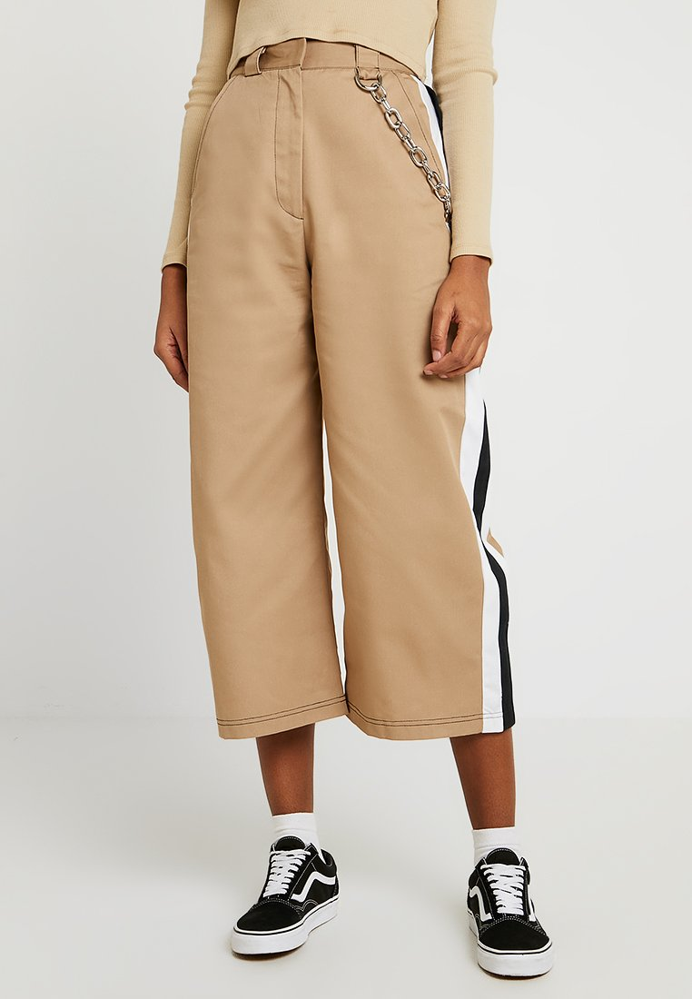 The Ragged Priest - SIDE STRIPE CROPPED PANT WITH CHAIN DETAIL - Trousers - tan