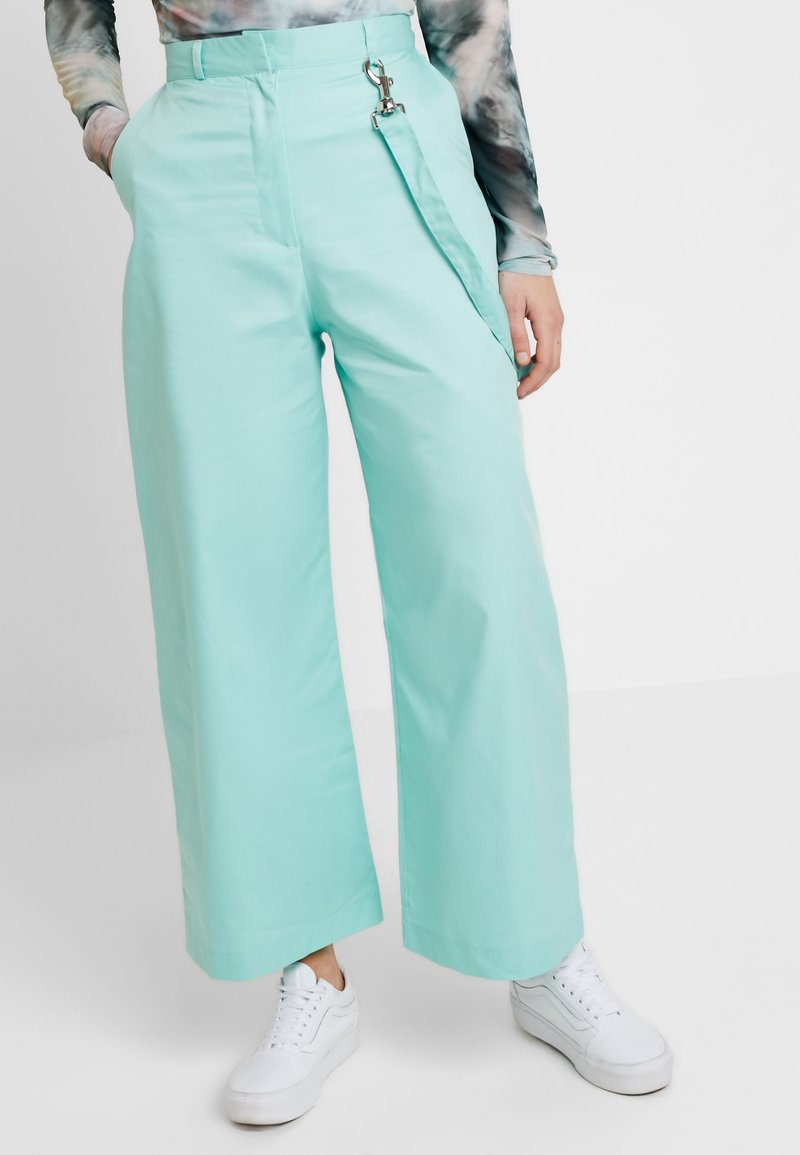 The Ragged Priest - WIDE LEG CROPPED TROUSER WITH STRAP - Kangashousut - mint