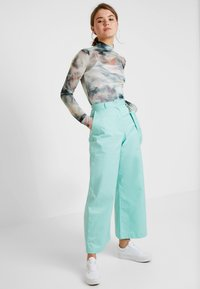 The Ragged Priest - WIDE LEG CROPPED TROUSER WITH STRAP - Kangashousut - mint - 1