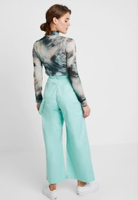 The Ragged Priest - WIDE LEG CROPPED TROUSER WITH STRAP - Kangashousut - mint - 2