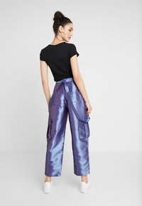 The Ragged Priest - STRAIGHT LEG TROUSER WITH COMBAT POCKETS & STRAP DETAIL - Trousers - lilac - 2