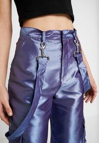 The Ragged Priest - STRAIGHT LEG TROUSER WITH COMBAT POCKETS & STRAP DETAIL - Trousers - lilac - 6