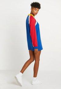 The Ragged Priest - PANELLED DRESS - Žerzejové šaty - blue/red/grey - 2