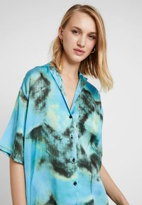 The Ragged Priest - TIE DYE DRESS - Abito a camicia - blue - 3