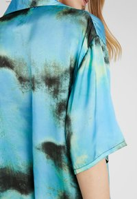 The Ragged Priest - TIE DYE DRESS - Abito a camicia - blue - 5