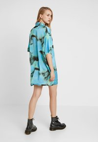 The Ragged Priest - TIE DYE DRESS - Abito a camicia - blue - 2