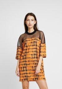 The Ragged Priest - CYNIC DRESS - Vestito di maglina - orange/black - 0
