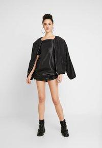 The Ragged Priest - TAFFETA MINI DRESS WITH PUFF SLEEVE AND TOGGLE DRAWSTRING DETAIL - Robe d'été - black - 2