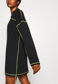 The Ragged Priest - EXPOSED SEAM DRESS - Korte jurk - black/lime - 5