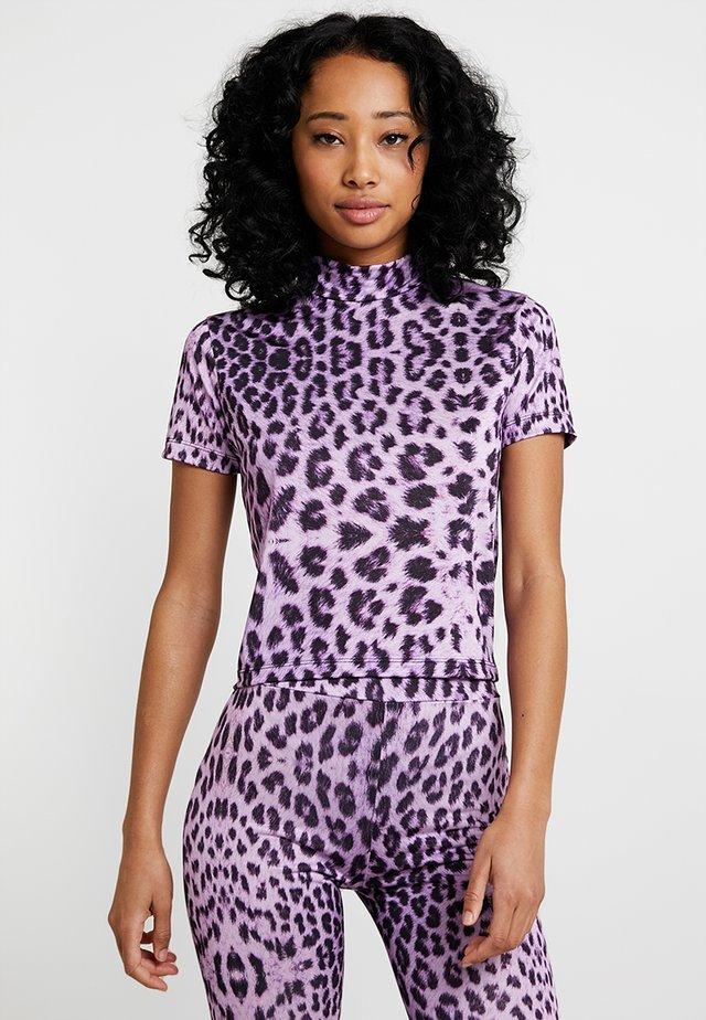 LEOPARD HIGH NECK RINGER - T-shirt print - lilac/black