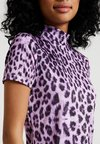 The Ragged Priest - LEOPARD HIGH NECK RINGER - Print T-shirt - lilac/black